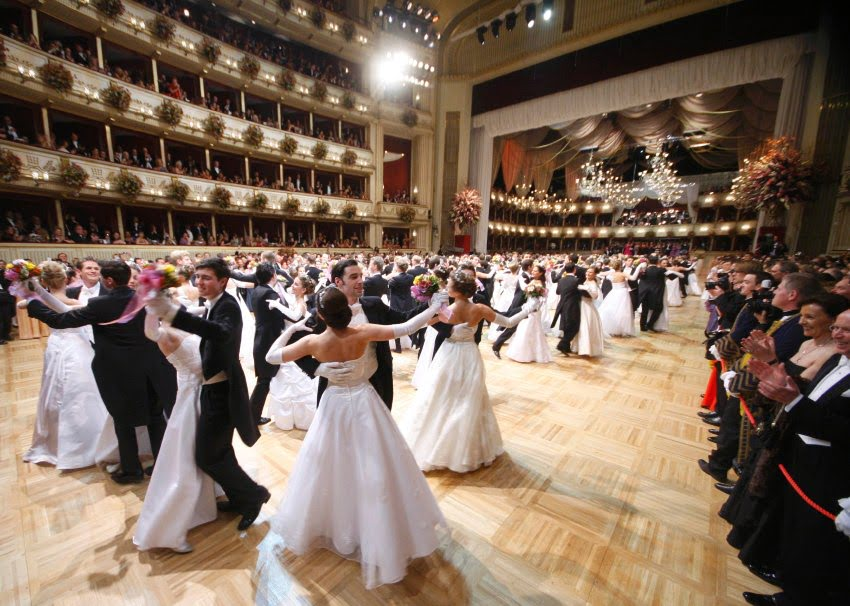 Members of the opening committe dance during the opening ceremony of the traditional Opera Ball (Opernball) in Vienna, February 16, 2012. REUTERS/Lisi Niesner (AUSTRIA - Tags: ENTERTAINMENT SOCIETY)